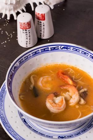 Тайский суп Том Ям с креветками