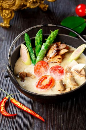 Тайский суп Том Ям с курицей